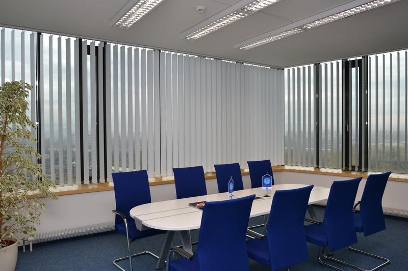Administrativní prostory v budově AZ Tower, Brno - vertikální žaluzie a interiérové žaluzie Basic Design | http://www.ksystem.cz/produkty/vnitrni-zaluzie/vertikalni-zaluzie/vertikalni-zaluzie-eshop.html